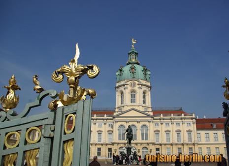 Entrada al Palacio de Charlottenburg (Schloss Charlottenburg)